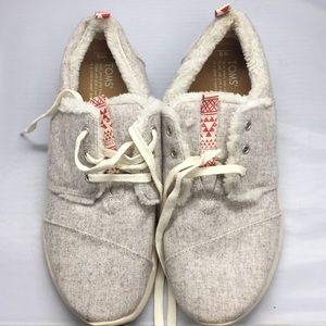 NWT Toms women's size 9 sneakers #118